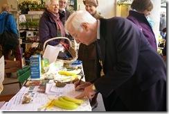 Mayor signing FT petition (Charlotte)